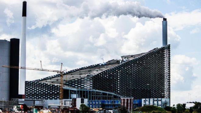 Dansk prestisjekraftverk med skibakke på taket står stille etter feilproduksjon
