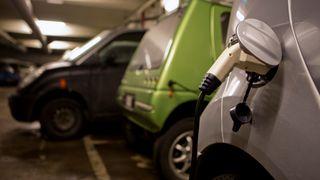 Fjernvarme kan gjøre plass til hundrevis av elbiler i borettslag
