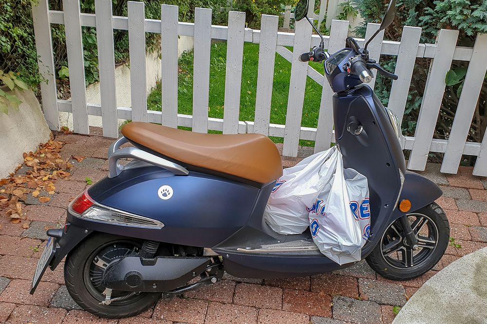 Praktisk: Vässla er en rimelig elektrisk scootermoped som gjør det behagelig og støyfritt å komme seg rundt i byer. Ikke minst når man skal handle og kan henge bæreposene i kroken.