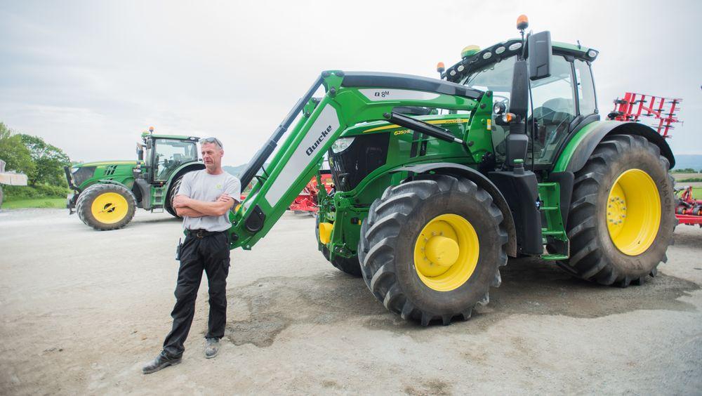 Jan Morten Hokstad i Frosta kommune i Trøndelag har to traktorer med i prosjektet. Han er spent på hvordan det blir å fylle biodiesel på traktoren det neste året.