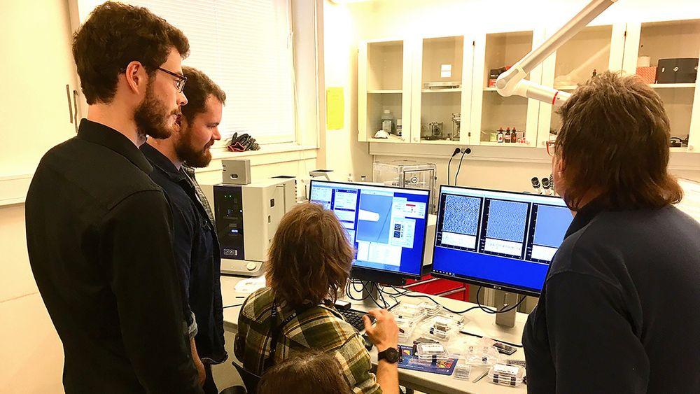 Et atomkraftmikroskop (AFM) brukes i for å få ny innsikt i hvordan verden fungerer på nanonivå.