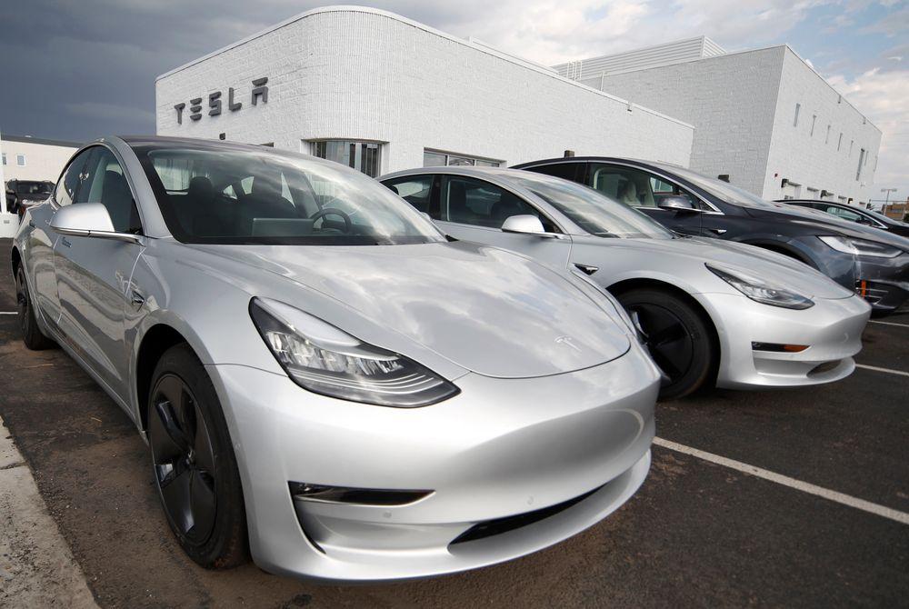 Det er Tesla Model 3 som trolig gjør produsenten til verdens største produsent av ladbare biler i 2018.