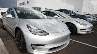 Det er Tesla Model 3 som trolig gjør amerikanerne til verdens største produsent av ladbare biler i 2018.