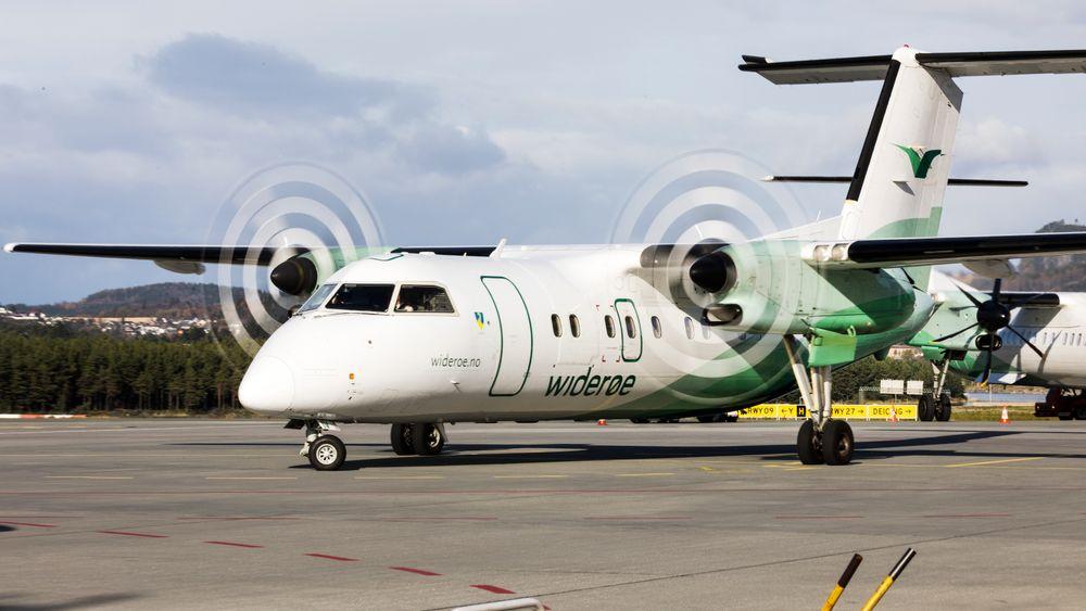Et Widerøe-fly på Værnes lufthavn.