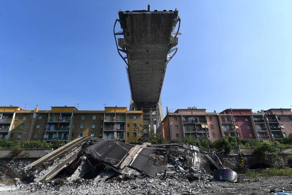 Det italienske transportdirektoratet offentliggjorde tirsdag en rapport om Morandi-broen i Genova, som kollapset 14. august i år. 43 personer omkom. Rapporten kartlegger forløpet fram til ulykken.