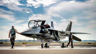 Framtidige norske jagerflypiloter skal likevel fly Saab - under opplæring