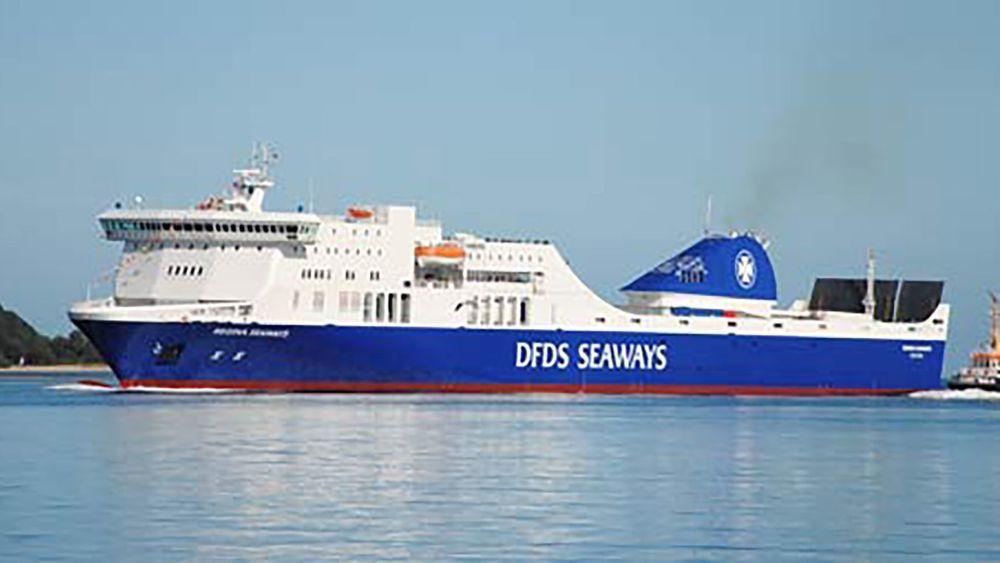MS Regina Seaways sto i brann tirsdag. Alle de 335 personene om bord skal være trygt evakuert.