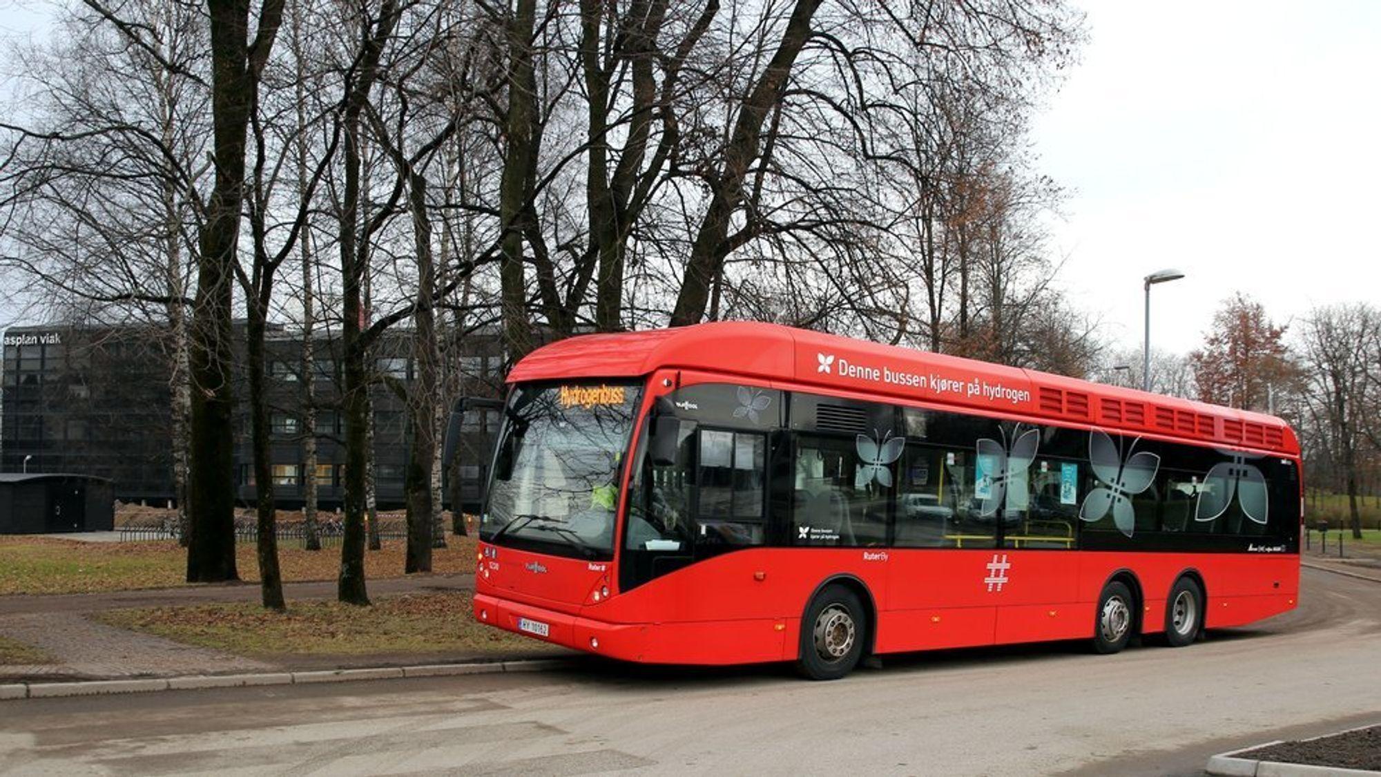 I Norge har Ruter testet ut et knippe hydrogen-busser, som denne, siden 2012. Nå har Norske Nel fått i oppdrag å sende 600 hydrogenbusser ut på veiene i Europa.