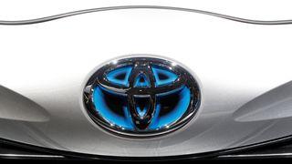 Toyota fant alvorlig feil: Tilbakekaller mer enn 14.000 hybridbiler i Norge