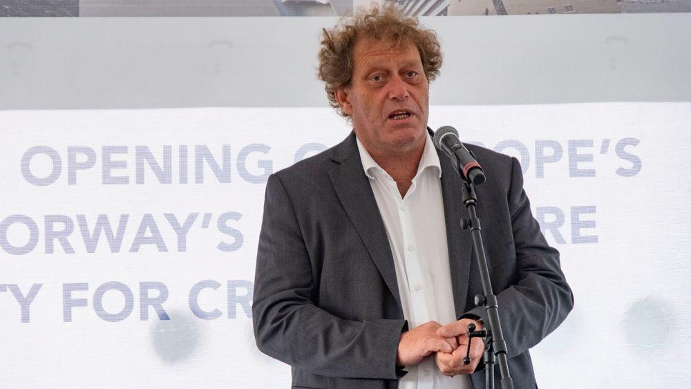 Frederic Hauge er eneste gjenværende i ledergruppa til Bellona. Her deltar han på åpningen av Europas største landstrømanlegg for cruiseskip i Kristiansand tidligere i høst.