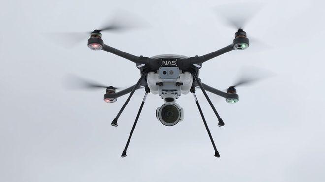 Norse Asset Solutions leverer Skyranger R70 droner fra canadiske Aeryon Labs og utstyrer dem med optisk og IR-kamera eller egenutviklete sensorer.