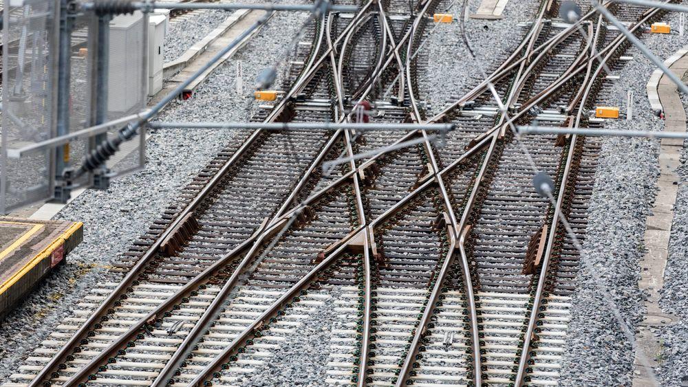 Togskinner ved Oslo S. Jernbanen trenger vedlikehold for 19 milliarder kroner, og behovet vil øke med nye milliarder i årene som kommer, mener Bane NOR.