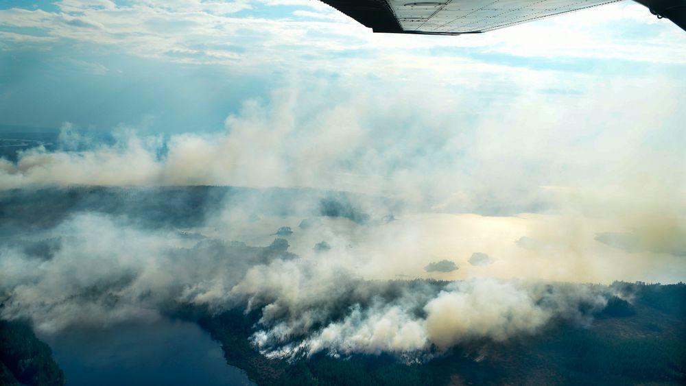 Ekstremvær er en av konsekvensene av klimaendringene. Årets tørkesommer førte til skogbranner både i Norge og Sverige. Bildet er fra skogbrannen ved Ljusdal i Sverige.