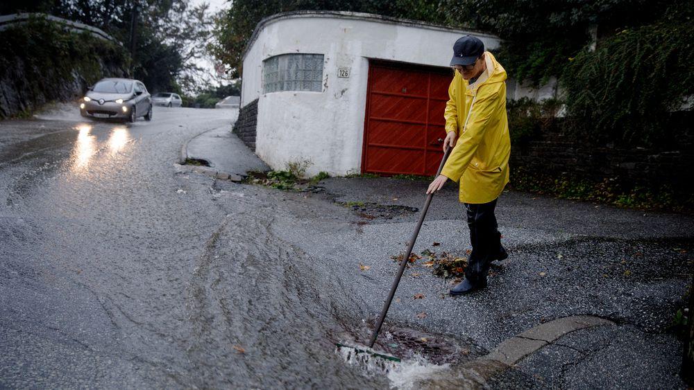 Store vannmengder etter et voldsomt regnvær skapte flere oversvømmelser i Bergen, men også mye vann i kraftmagasinene.