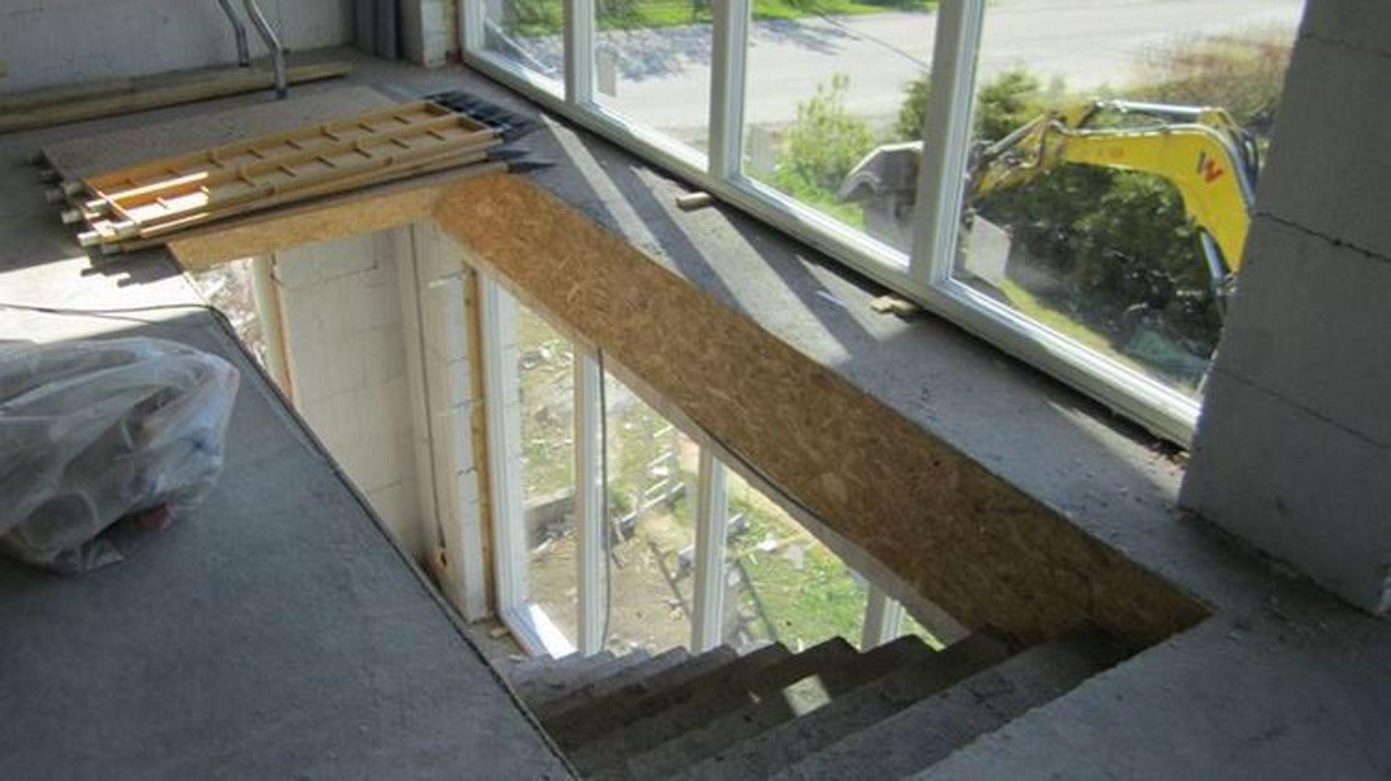 Åpne trappeløp er et vanlig sikkerhetsbrudd på byggeplasser.