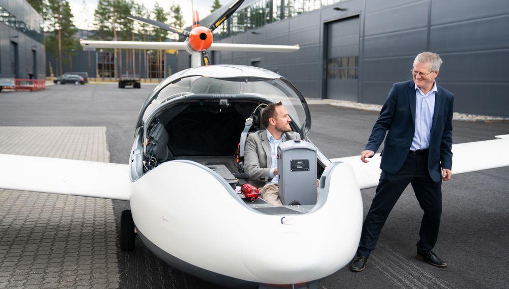 Tomas Brødreskift (i cockpit) og Lars Øyno i Equator Aircraft.