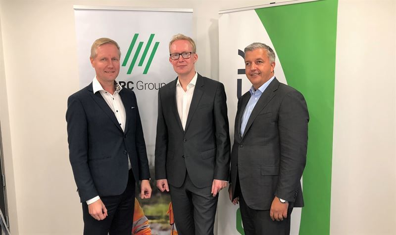 Fra venstre: Rolf Janssen CEO VR Group,  Harri Lukkarinen MD VR Track og Øivind Horpestad CEO NRC Group.