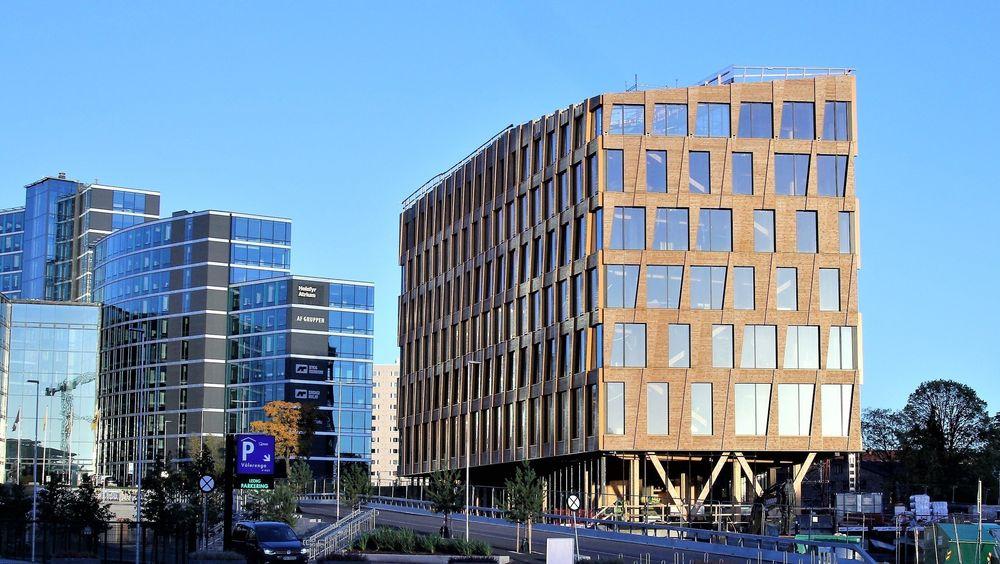 Valle Wood ligger i hjertet av den nye Hovinbyen på Oslo øst. Arkitekten Lund og Slaatto beskriver trebygget som en «varmelampe» for omgivelsene. Til høyre for bygget kommer det høyere bygninger i glass, stål og betong.