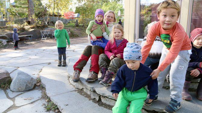 Førsteklassingene ved Steinerskolen i Hurum får mange oppgaver de yngre barna ikke har, og mer ansvar.