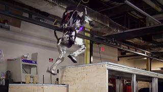Nå har Atlas-roboten lært seg parkour