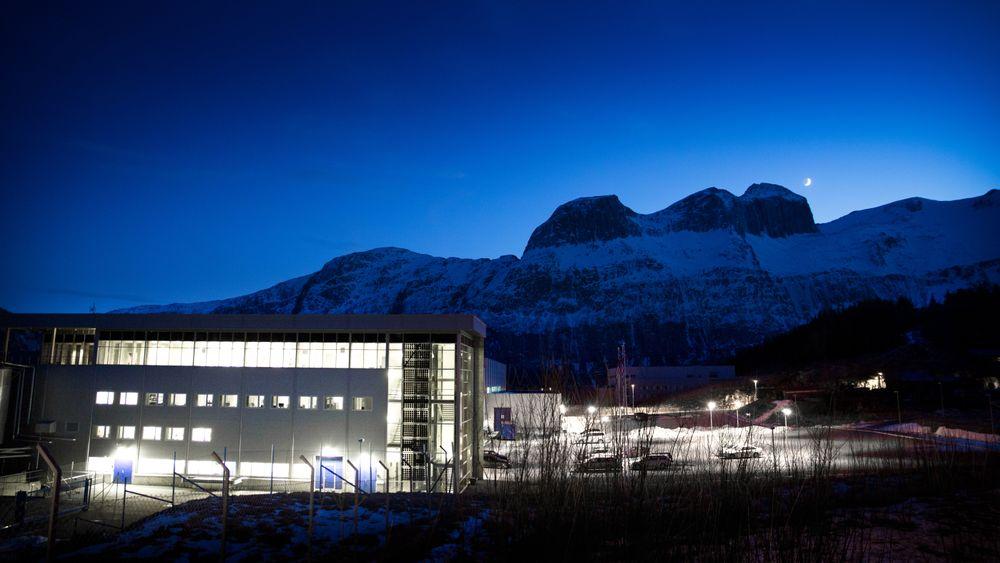 Norwegian Crystals i Glomfjord sliter på grunn av kraftige prisfall i solcellemarkedet. 80 av 105 ansatte er permittert.