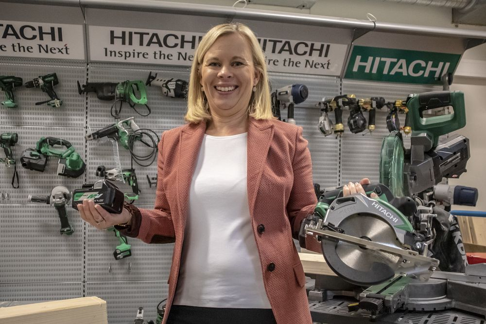 Nytt navn, ny spenning: Nordiske markedsdirektør Eli Wahlstrøm får jobben med å innprente det nye navnet Hikoki og overbevise kundne om at både 18 og 36 volt er deilig.