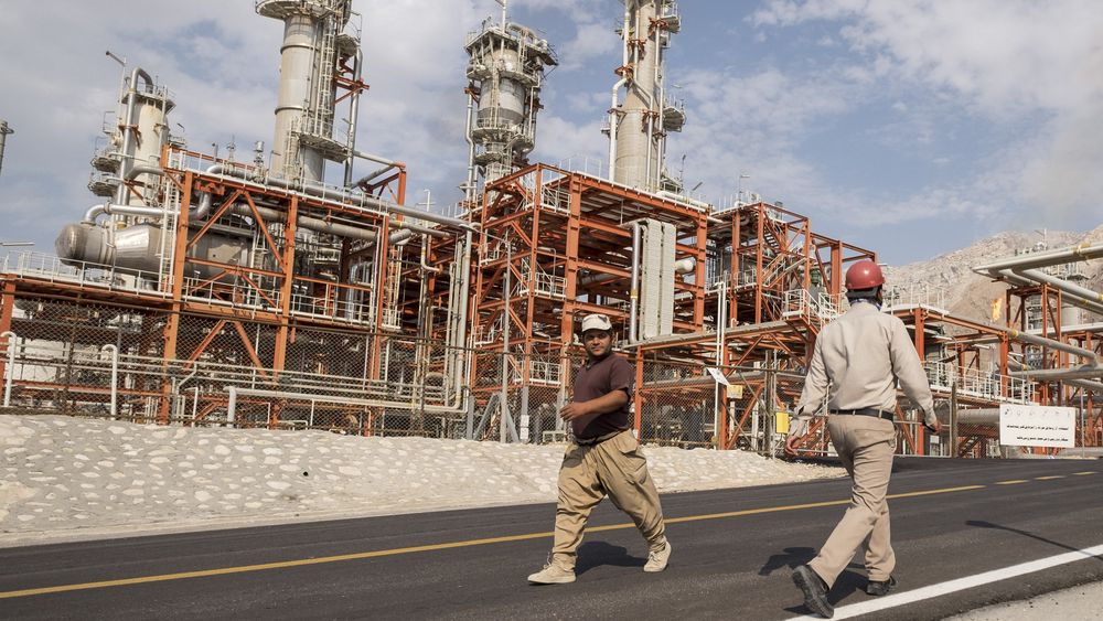 Raffineri i Asalouyeh i Iran. 4. november trer USAs sanksjoner mot Iran i kraft.