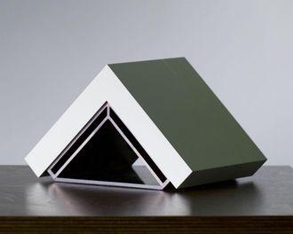 Helm-serveren er utstyrt med en ARM-basert prosessor. Kjølingen skjer gjennom det aluminiumsbaserte dekselet.