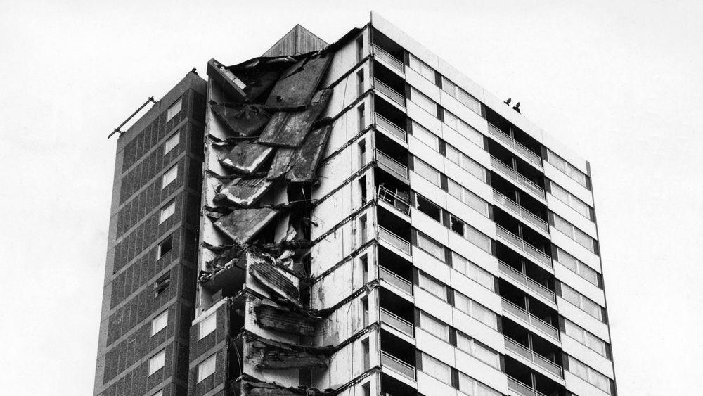Høyblokka Ronan Point etter at den raste sammen i 1968.