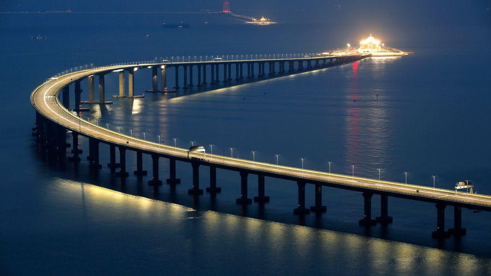 Kina åpnet verdens lengste sjøkryssende bro i går.