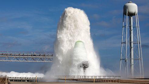 1,7 millioner liter vann skal kjøle ned Nasas rakettramper. Her tester de systemet