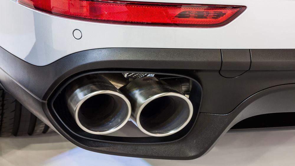 Illustrasjonsbilde av eksosrøret til en Porsche Cayenne S Hybrid.