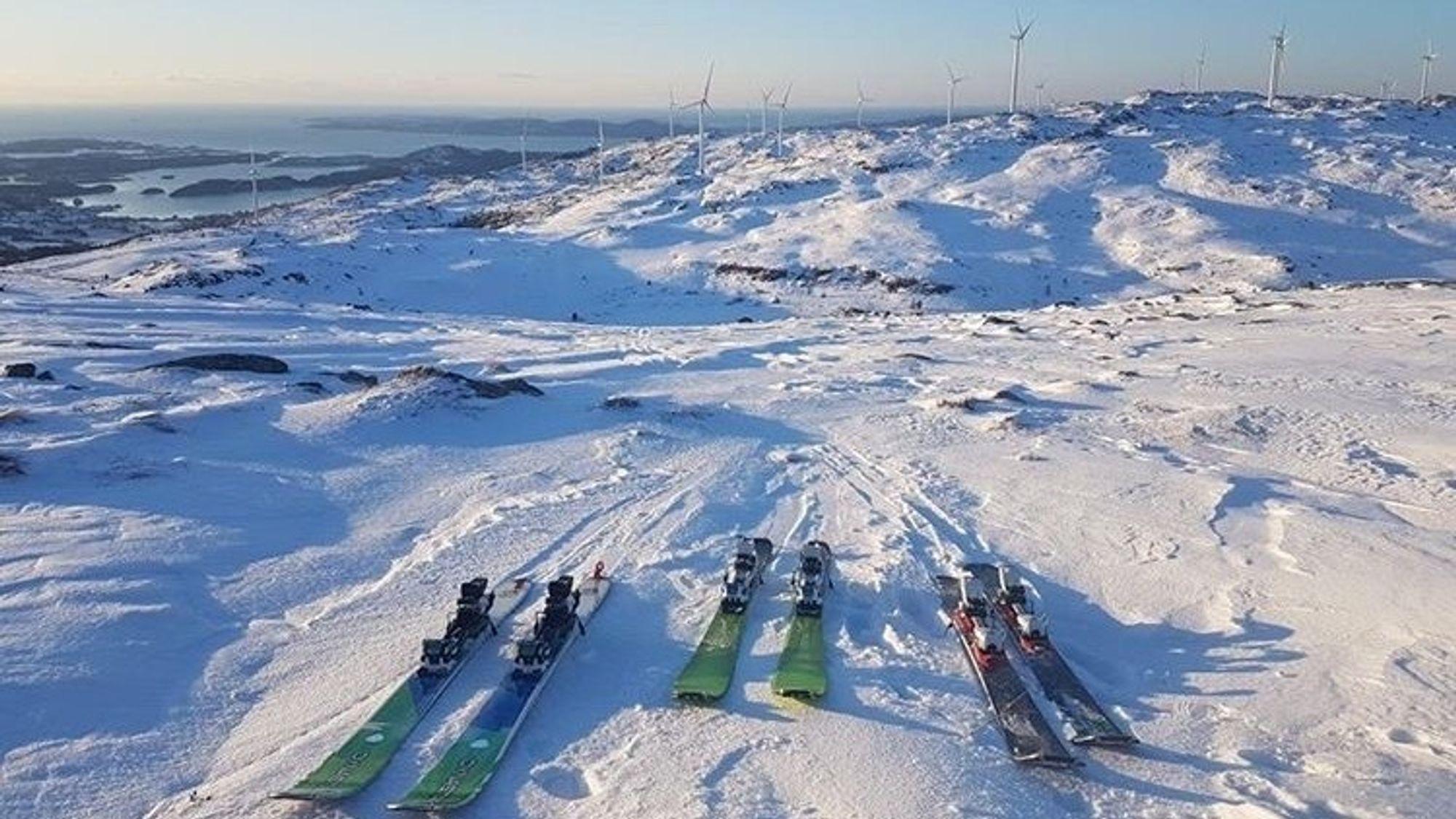 Midtfjellet vindpark sør for Fitjar er et mye brukt turområde. Vindparken er svært bevisst faren ved iskast og i tillegg til skilting har de laget en lysløype for å guide folk utenom sikkerhetssonen.