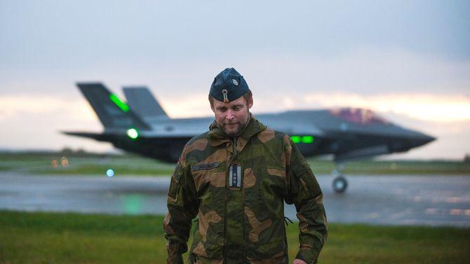 De tre nye F-35 kampflyene som landet på Ørland fly stasjon 21. september 2018 ble tatt imot av stasjonssjef på Ørland Hans-Ole Sandnes. Foto: Line Remme, Forsvaret
