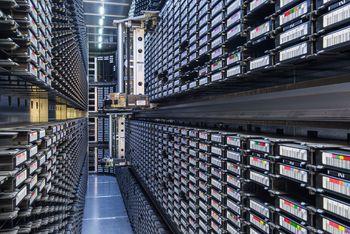 Taperobot i det digitale sikringsmagasinet til Nasjonalbiblioteket.
