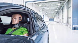 IAV åpner eget senter for å kræsjteste elbiler.