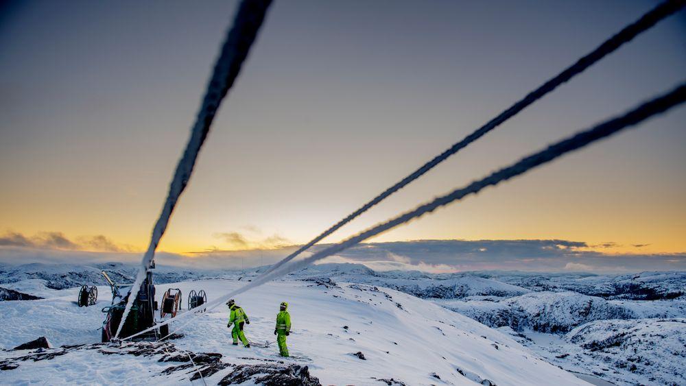Linjebygging på Haraheia i Roan vindpark i desember. Nå tar Trønderenergi over operatørskapet.