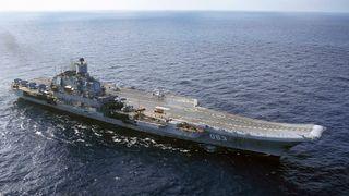 Russlands eneste hangarskip fikk skader da flytedokk sank i Murmansk