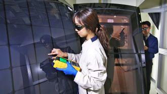 Fra neste år kommer Hyundai med solceller integrert i bilene sine.