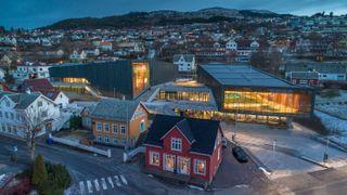 DiBK deler ut Statens pris for byggvalitet til Ulstein Arena