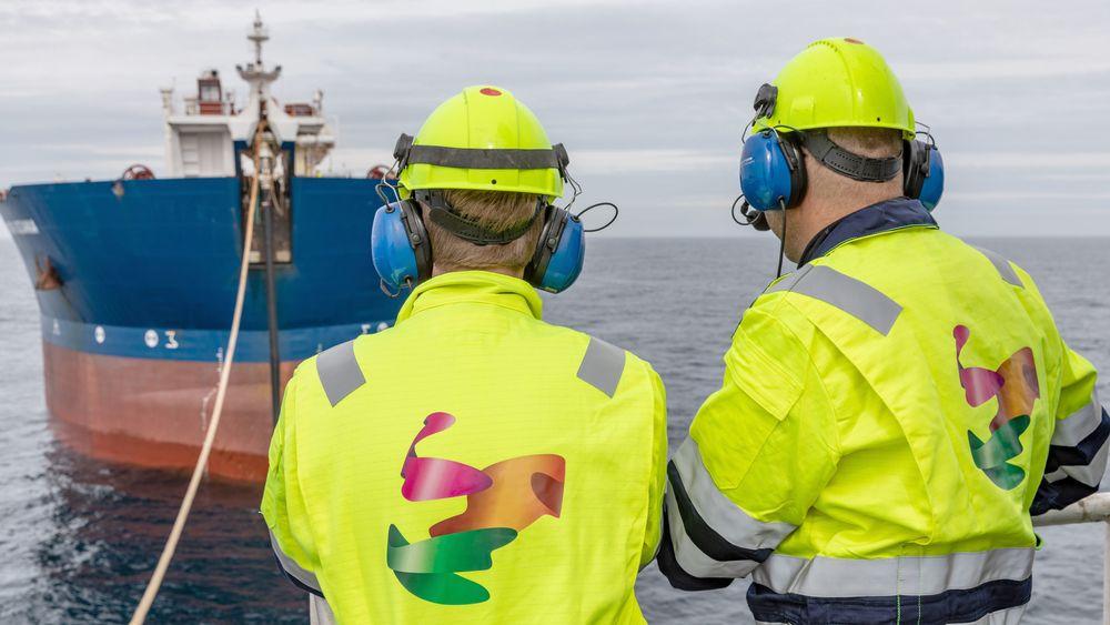 Her vil erfarne ingeniører jobbe. Bilde fra lossing av olje fra Alvheim til skytteltanker.