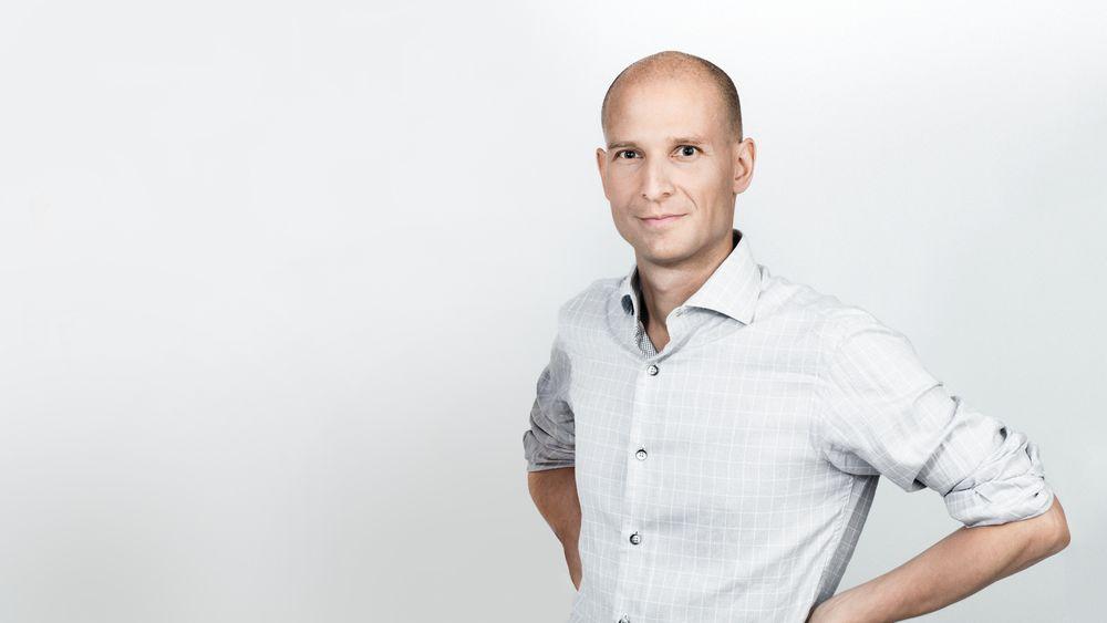Edgeir Vårdal Aksnes,gründer og direktør i strømselskapet Tibber, mener nettselskapene somler med å gi folk tilgang til data fra de nye strømmålerne sine. - Kryptering er ikke nødvendig, mener Aksnes.