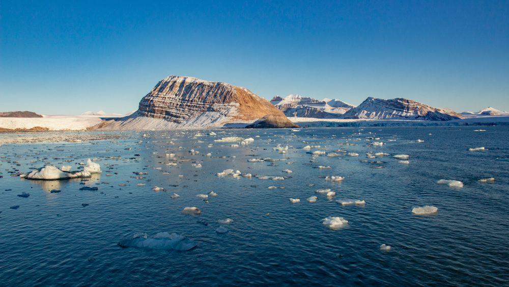Smeltende is fra isbreer ved Kongsfjorden ved Ny-Ålesund på Svalbard. Øygruppa ligger i et av områdene på jorda med raskest temperaturøkning.