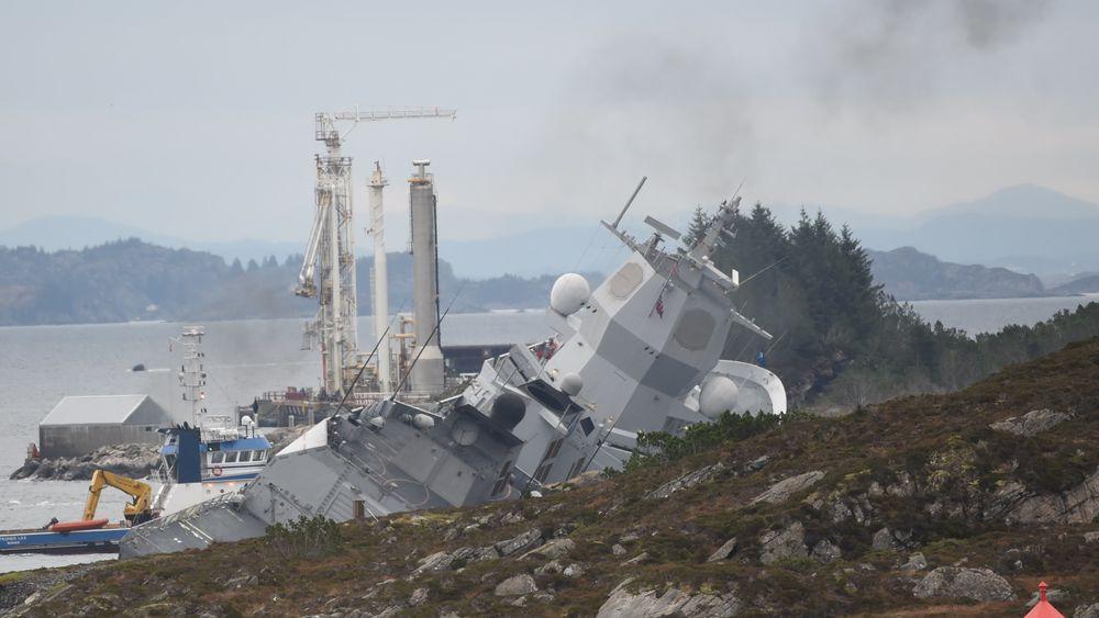 Fregatten KNM Helge Ingstad er evakuert og står i fare for synke etter en kollisjon med en tankbåt ved Stureterminalen i Øygarden.
