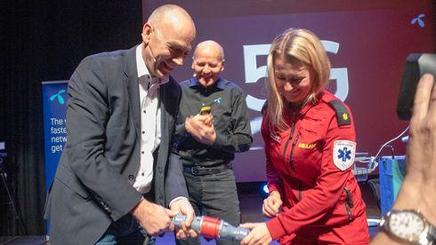 Bjørn Ivar Moen, konstituert leder av Telenor Norge, konsernsjef Sigve Brekke og ambulansesjåfør Anne Elisabeth Hengna sto for den offisielle åpningen av 5G-testnettet.