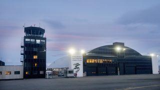 Avinor vil presse fram sol- og vindkraft på Svalbard. Kjører på selv om det skaper trøbbel i kraftnettet