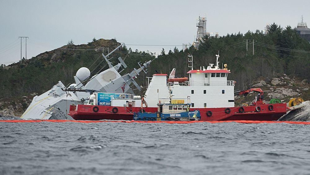 Den havarerte fregatten KNM Helge Ingstad ligger ved Stureterminalen.