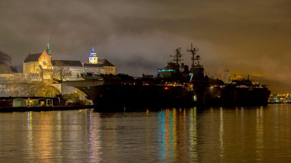 Det 257 meter lange krigsskipet er kalt opp etter slaget på Iwo Jima i Japan under andre verdenskrig. Skipet har vært i tjeneste i det amerikanske sjøforsvaret siden 2001.