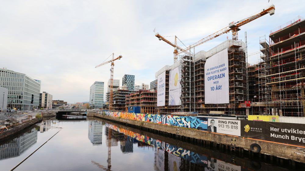 De fleste mener innovasjon er viktig, men langt færre setter av ressurser til systematisk innovasjonsarbeid, viser det første Innovasjonsbarometeret for bygge- og annleggsbransjen. Bildet viser bygg under oppføring i Bjørvika i Oslo.