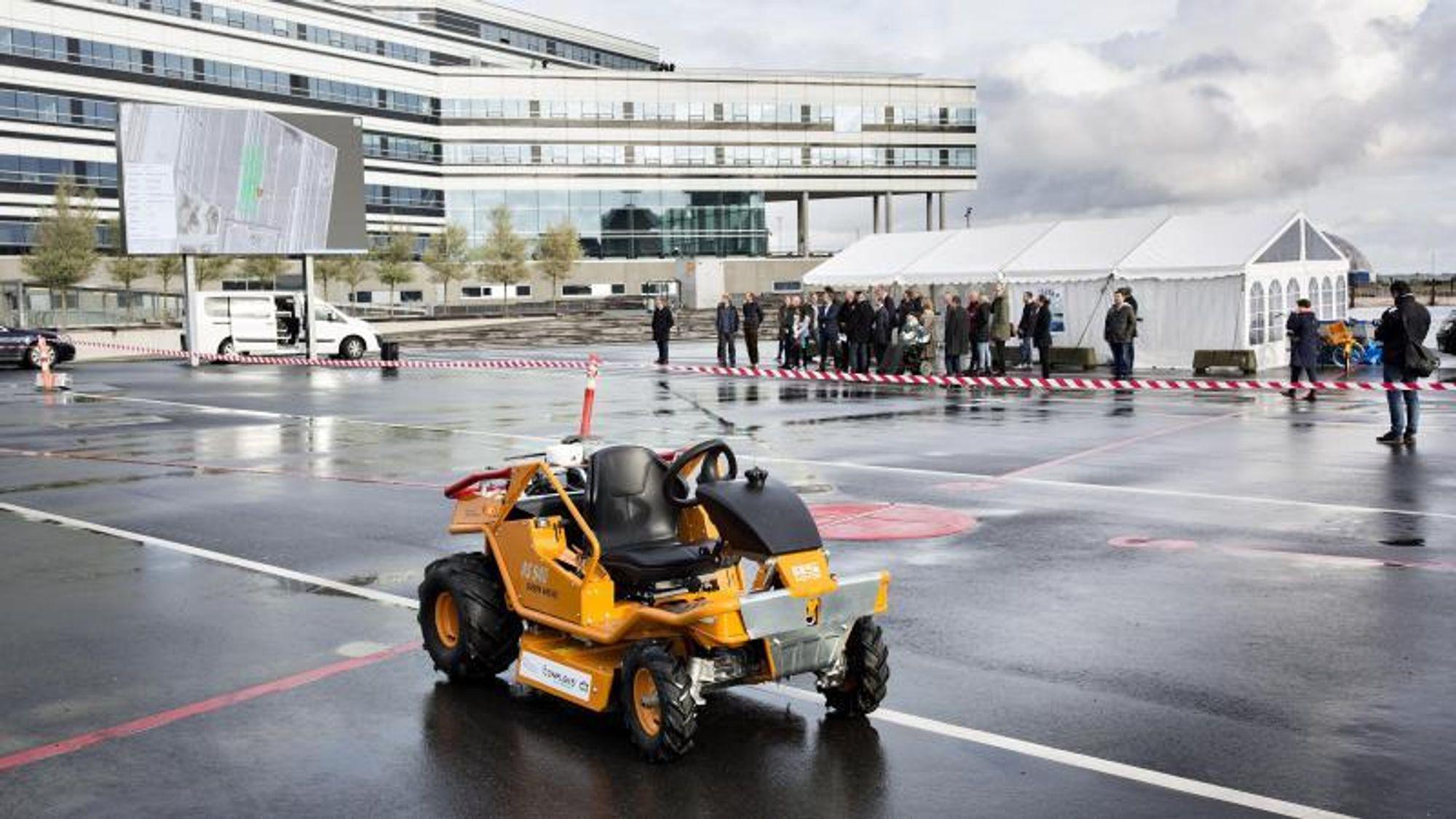 Vestjyske Conpleks Robotech tester en utendørs mobil robot til gressklipping koblet til TAPAS-nettverket i Aarhus. Foto: Styrelsen for Dataforsyning og Effektivisering